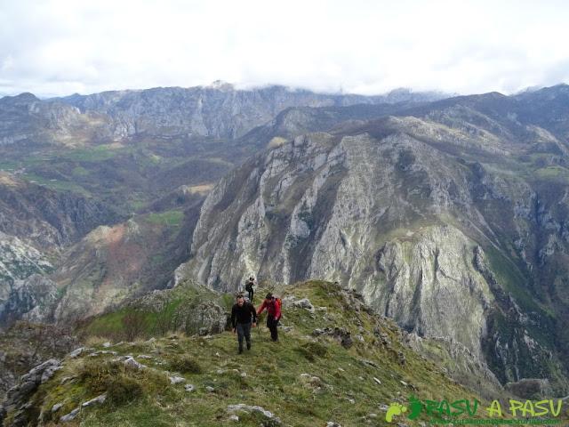 Pico Carriá desde San Ignacio: Camino al Pico Roble
