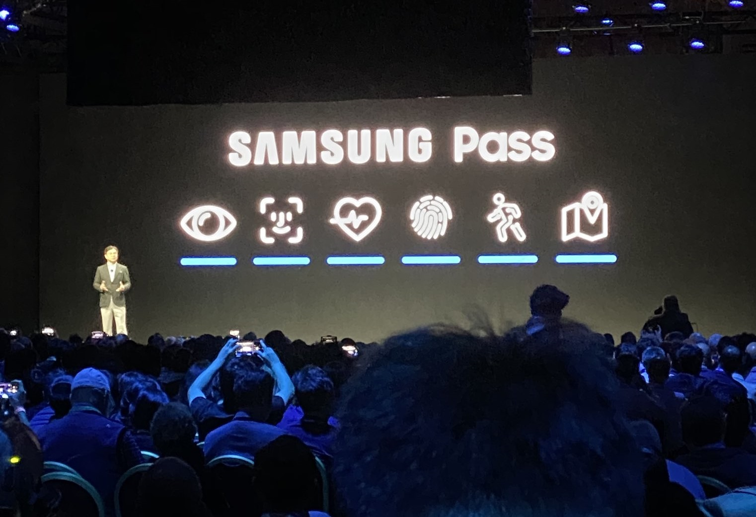 Samsung Once Again Blatantly Copied Apple - Difficult To Differentiate Between Icons - Digital Information World