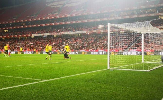 Benfica Seferovic ao ferro