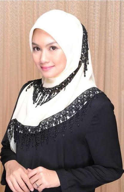 Kreasi Jilbab Segi Empat Untuk Ibu-Ibu Muda Model Terbaru