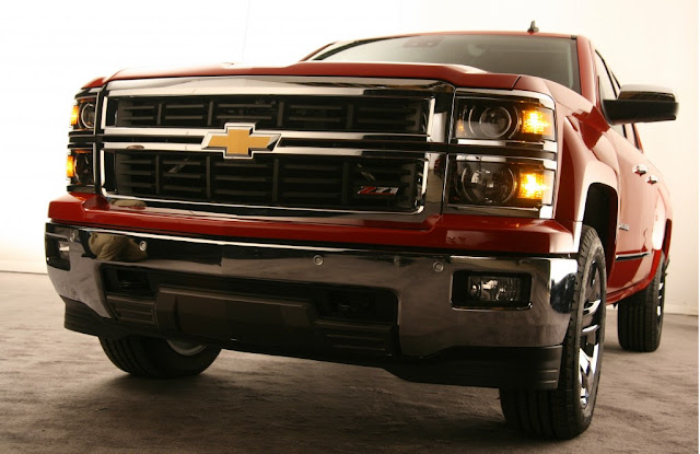 Red 2014 Chevrolet Silverado Front Design