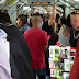 Jovem é enganado por vendedor ambulante ao comprar pendrive em trem do Metrô de SP