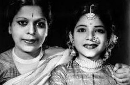 Jayalalitha's Life History(Personal life to Political Life)