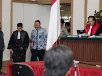 DiSentil Hakim dan Disentil Irena Handono, Penasehat Hukum Ahok Malu Double Combo