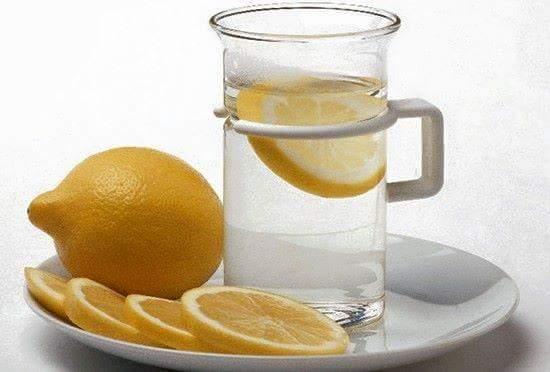 Inilah yang Terjadi Pada Tubuh Anda Jika Anda Minum Air Lemon Setiap Pagi