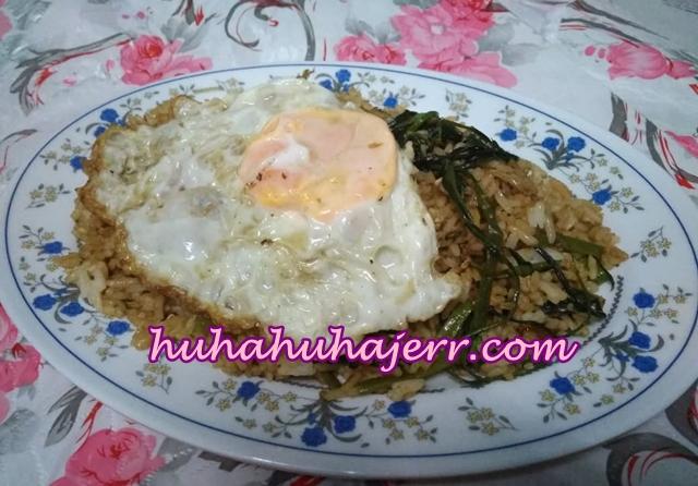Nasi Goreng Kampung Telur Mata, Real Kampung Tau... Sedap!