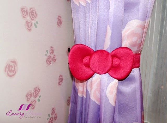 keio plaza hotel tokyo hello kitty curtains ribbon