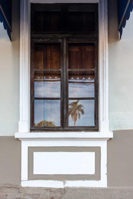 detalhe da janela de casa na Rua Paula Gomes