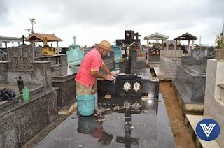 http://vnoticia.com.br/noticia/3238-milhares-de-pessoas-visitam-os-cemiterios-no-dia-de-finados-em-sfi