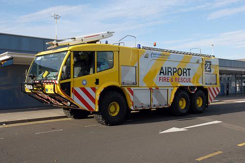 Foto Mobil Pemadam Kebakaran Tercanggih 08