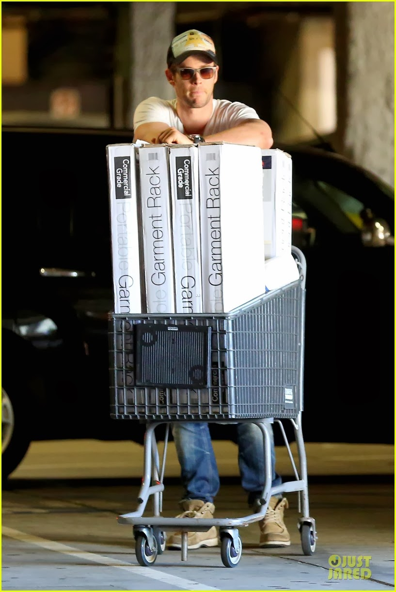Celeb Diary Chris Hemsworth At Bed Bath And Beyond In