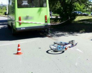 Автобус збив дитину на велосипеді