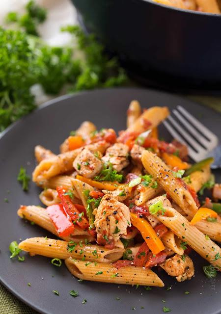 one-pot-chicken-fajita-pasta/