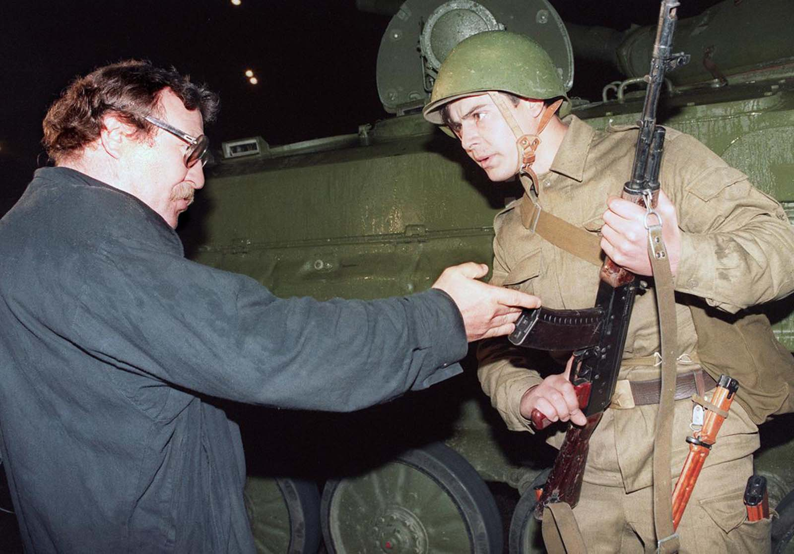 A pro-democracy demonstrator argues with a Soviet soldier late on August 20, 1991, as a tank blocked access to the center of Moscow.
