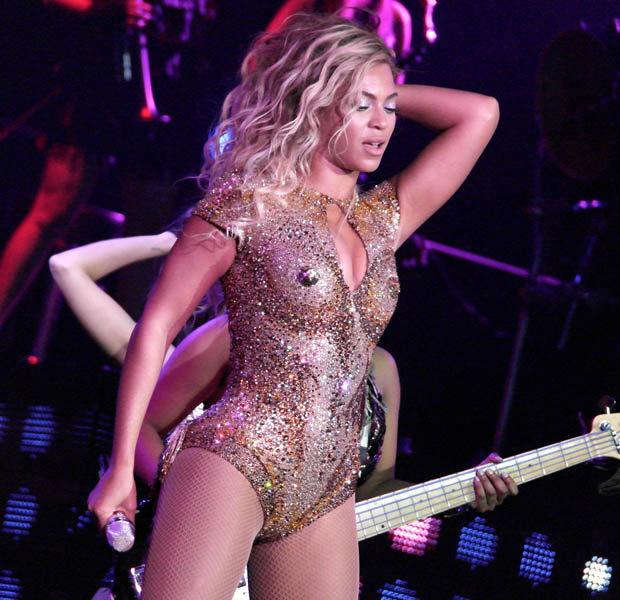Beyonce naked on the beach — img 3