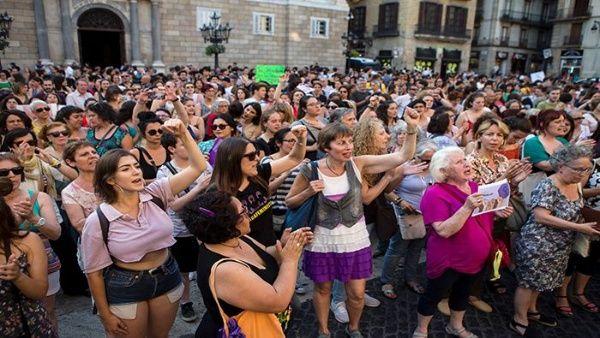 Tribunal español confirma condena a los 5 miembros de La Manada