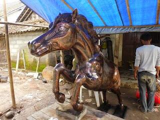 pemesanan patung kuda tembaga.jpg