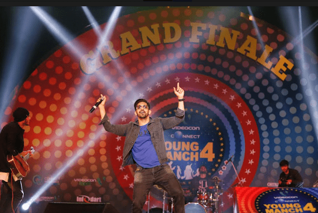 Punjabi Singer Babal Rai performing at Videocon Connect Young Manch 4 Grand Finale
