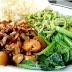 Cara membuat resep mie hijau bayam ini, berikut ini bahannya.