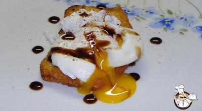 Pane fritto con uovo in camicia.