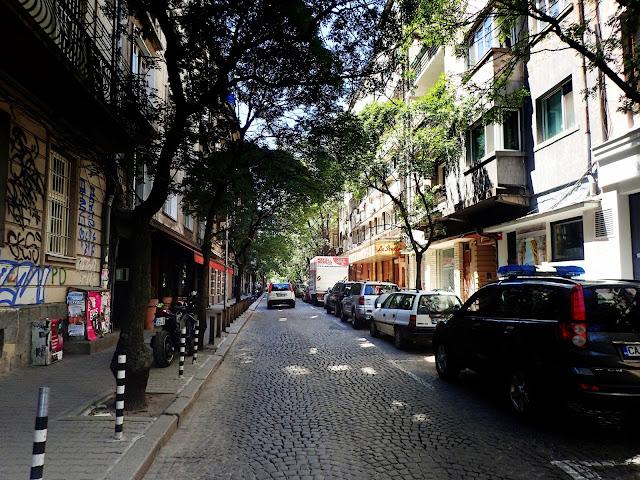 Daje się znaleźć też uliczki, w których nie odczuwa się gwaru stolicy