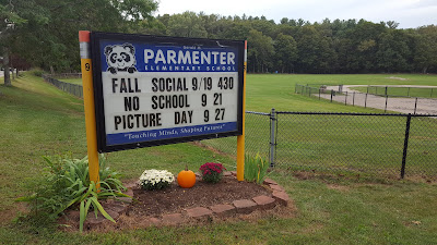 Parmenter School sign announces picture day Sep 27