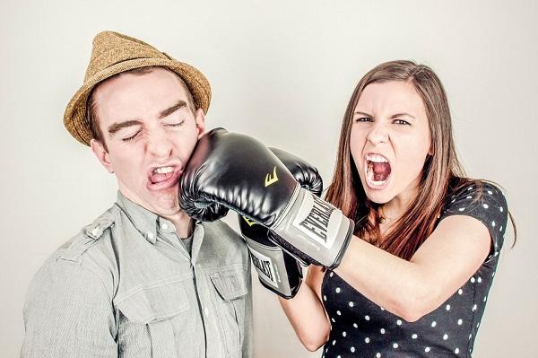 pertengkaran awal pernikahan