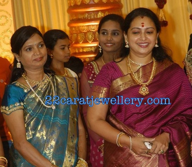 Tamil Actress Sita Spotted With Gold Temple Jewellery And