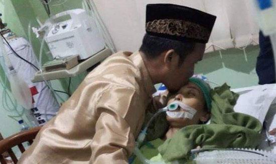"""BERDUKA CITA : Ustad Maulana yang kondang dengan sapaan """"Jamaah Oh Jamaah"""" itu kini tengah berduka ditinggal wafat istri tercintanya. Foto dari Tribun Makasar"""