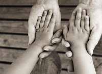 parent-kid-hands-hold