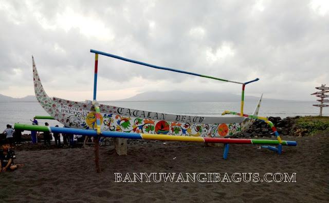 Pantai Cacalan Banyuwangi.