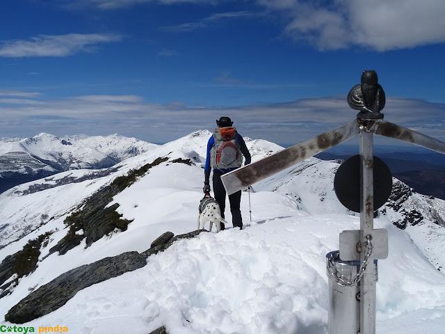 Iniciamos marcha de la cima del Teso Mular