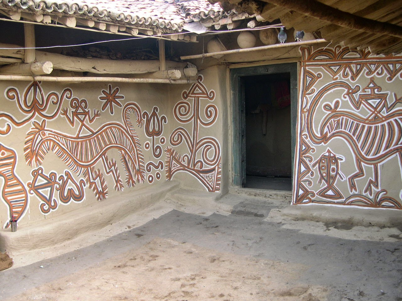 Tribal Art of Hazaribagh  The Painted Houses and the Women Artists     The Painted Houses and the Women Artists of Hazaribagh