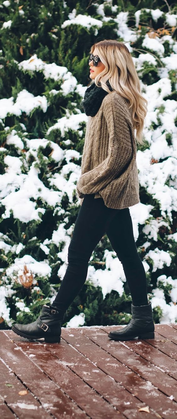 cozy winter outfit_scarf + knit sweater + black skinnies +boots + plaid bag