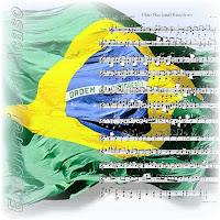 Execução do Hino Nacional Brasileiro. Bandeira e Partitura