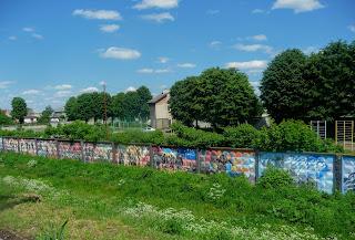 Галич. Спортивний комплекс «Сокіл». Паркан з стінописами