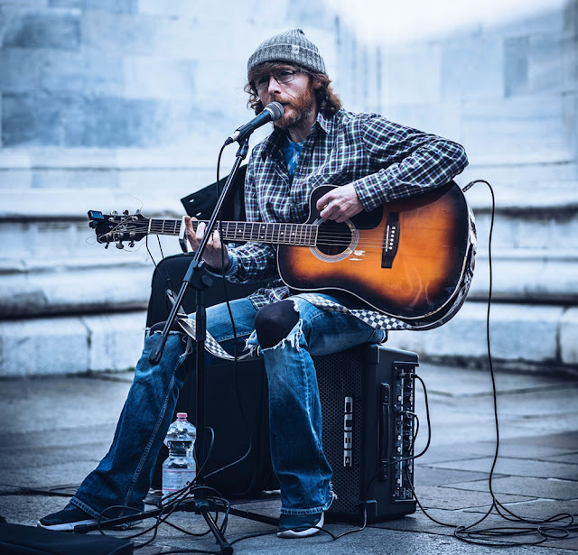 The Most Amazing Street Guitarist