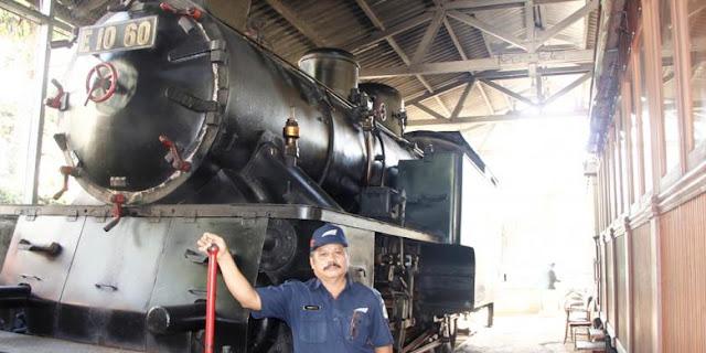 Legenda kereta api uap Mak Itam.