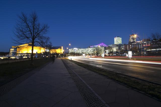 Dintorni della Neue Nationalgallery-Berlino