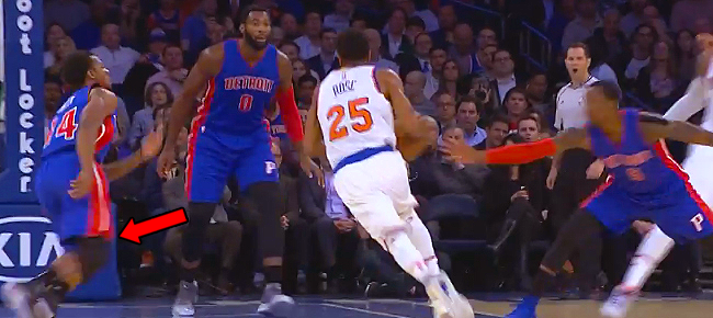 Derrick Rose Shaking and Baking on Assist to Melo (VIDEO)
