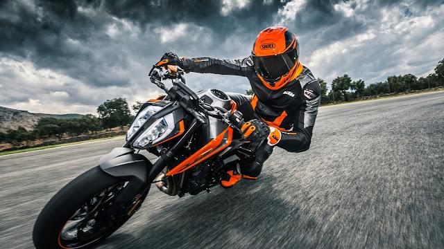 KTM 790 Duke 2019 with rider