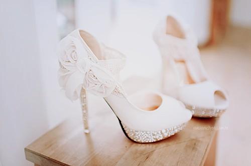 نصائح مفيدة عند اختيار حذاء الزفاف , تخذية سواريه لزفاف , شوز سواريه , شوز بيضة سواريه , احذية بيضاء سواريه