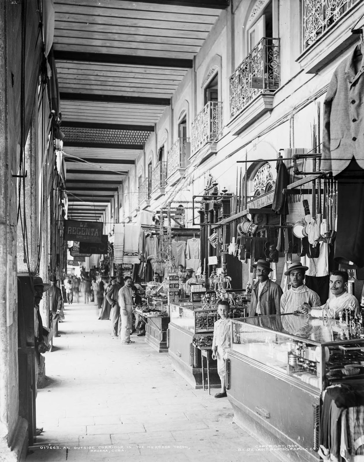 Vendors' stalls in the Mercado Tocon. 1904.