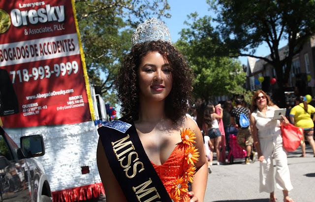 Imagen de una hermosa reina ecuatoriana en el desfile ecuatoriano NYC - MISS MIGRANTE 2016