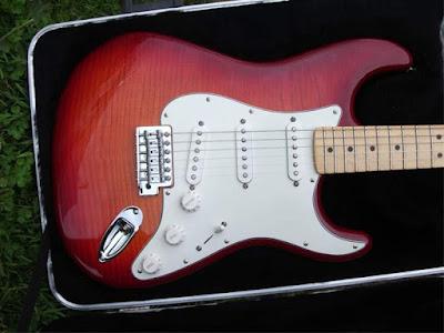 đàn guitar điện stratorcaster