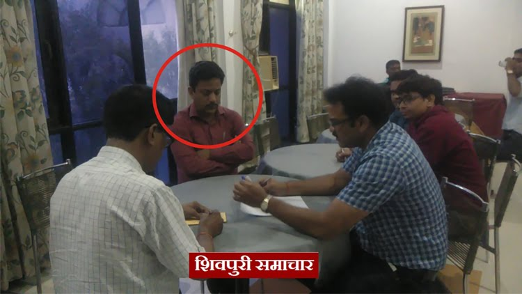 पिछोर सीएमओ रिश्वत गिरफ्तार