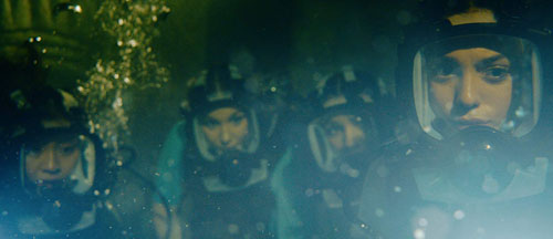 47-meters-down-uncaged-trailers-clips-featurette-images-and-posters