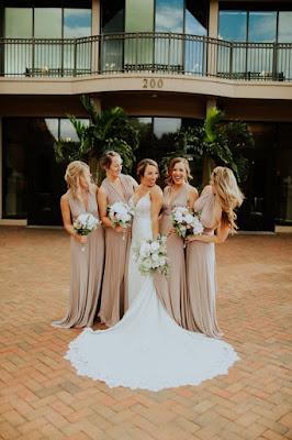 bridesmaids wih bride and bouquets