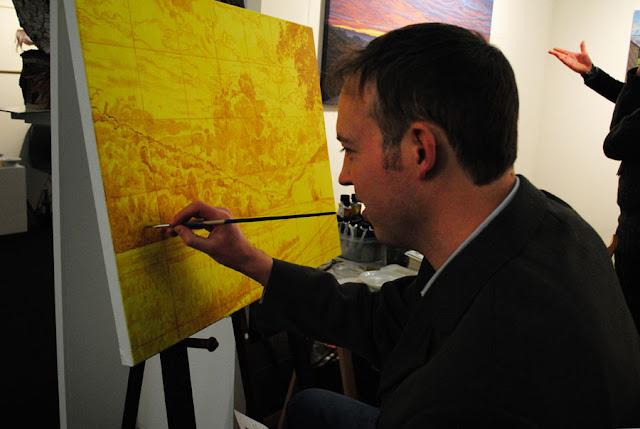 Kunstenaar Daan de Jong aan het werk