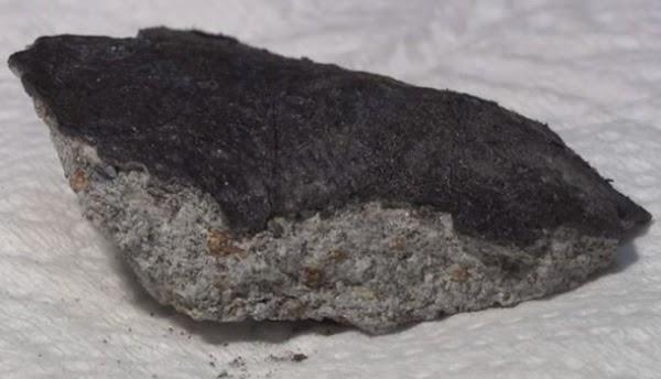 ( VÍDEO ) meteorito cae en el techo de una casa en Japón .